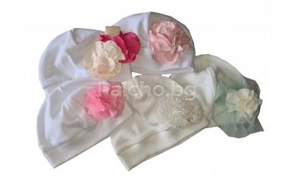 Бебешка шапка с цвете 56-62